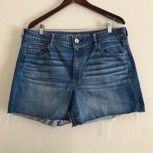 Aeo high rise shortie jean shorts size 18